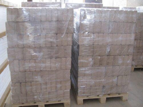 Dřevěné brikety na paletě, 960 kg